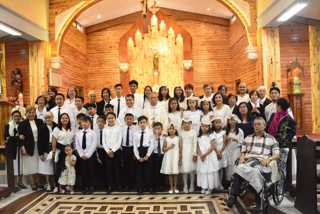 The first communicants in a photo op with SARF members and mass celebrants Fr. Leonardo Paulegue, OAR and Fr. William Cordero, OAR.