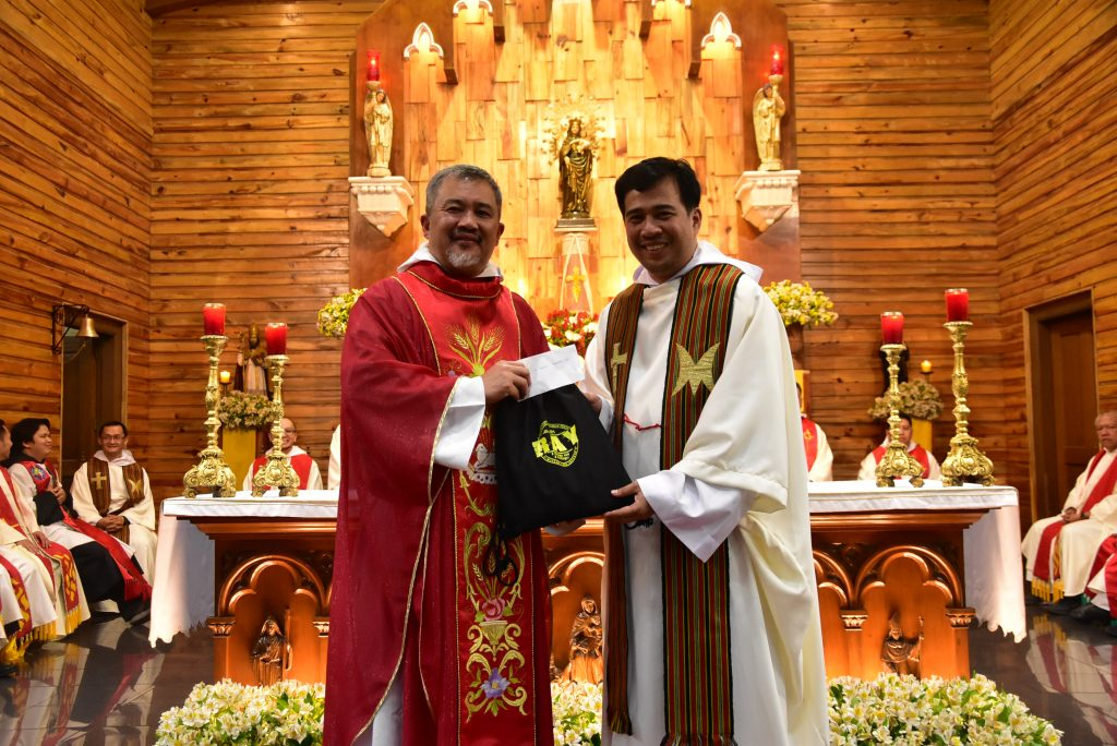 Seminary Rector Fr. Bernard C. Amparado, OAR (left) receives a token of gratitude from Fr. Joseph Dexter Palagtiosa, OAR, head of the Section on Youth Ministry.