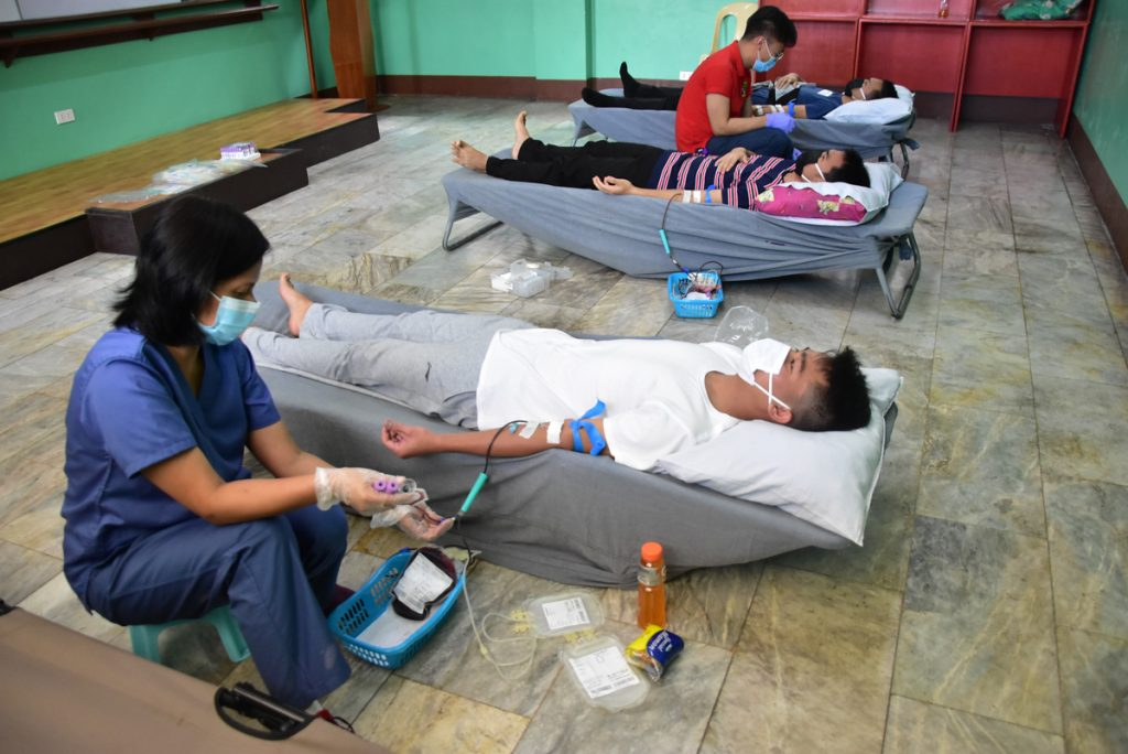 Roselyn Reyes (foremost) checks on a seminarian of Casiciaco who donates blood last June 17, 2020.