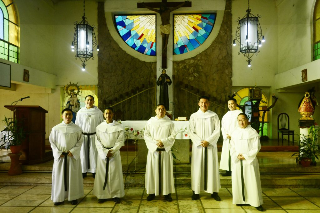 The six members of Batch Martyrs who enter </br> the Novitiate with the Novice Master, Fray Roland Cepe, OAR (center)