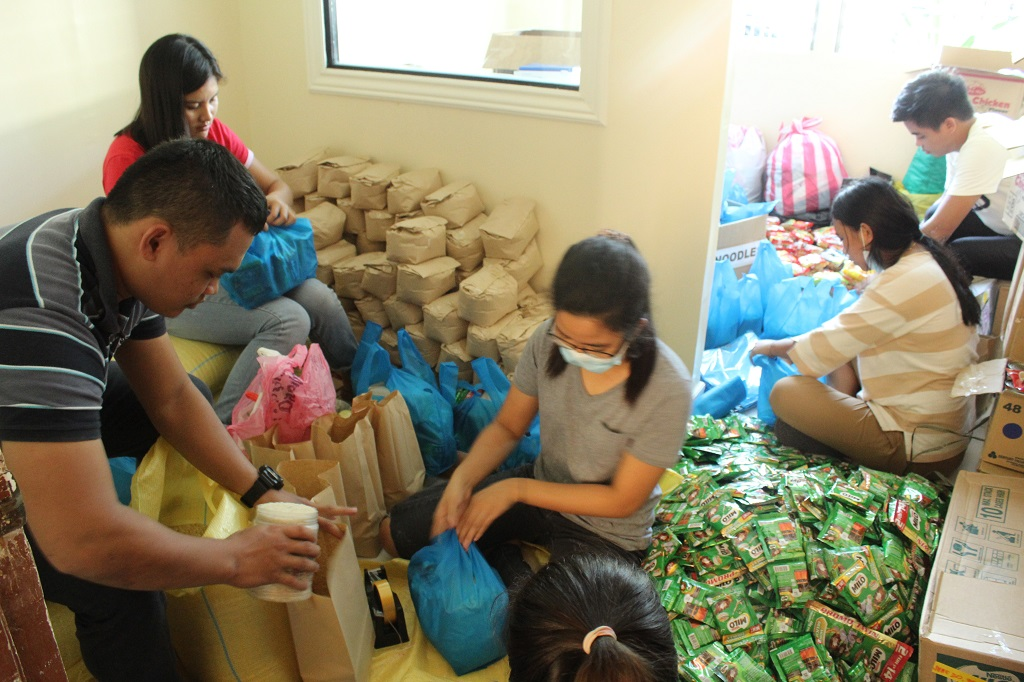 Pack and Share. CST-R READS scholars pack relief goods </br> for San Carlos City flood victims.