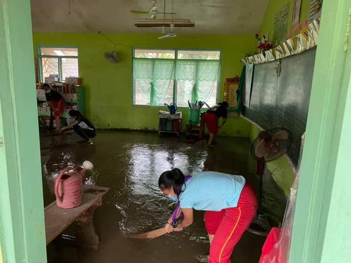Prepared to lead through service. Thomasian Girl Scouts sweep out flood </br> in a kindergarten classroom in FLES, Barangay 1. (Photo by Ezra Ponferada)